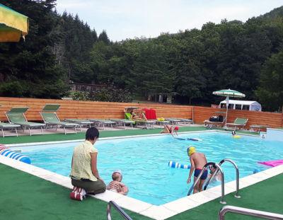 vacanze in inglese per ragazzi nuotata in piscina